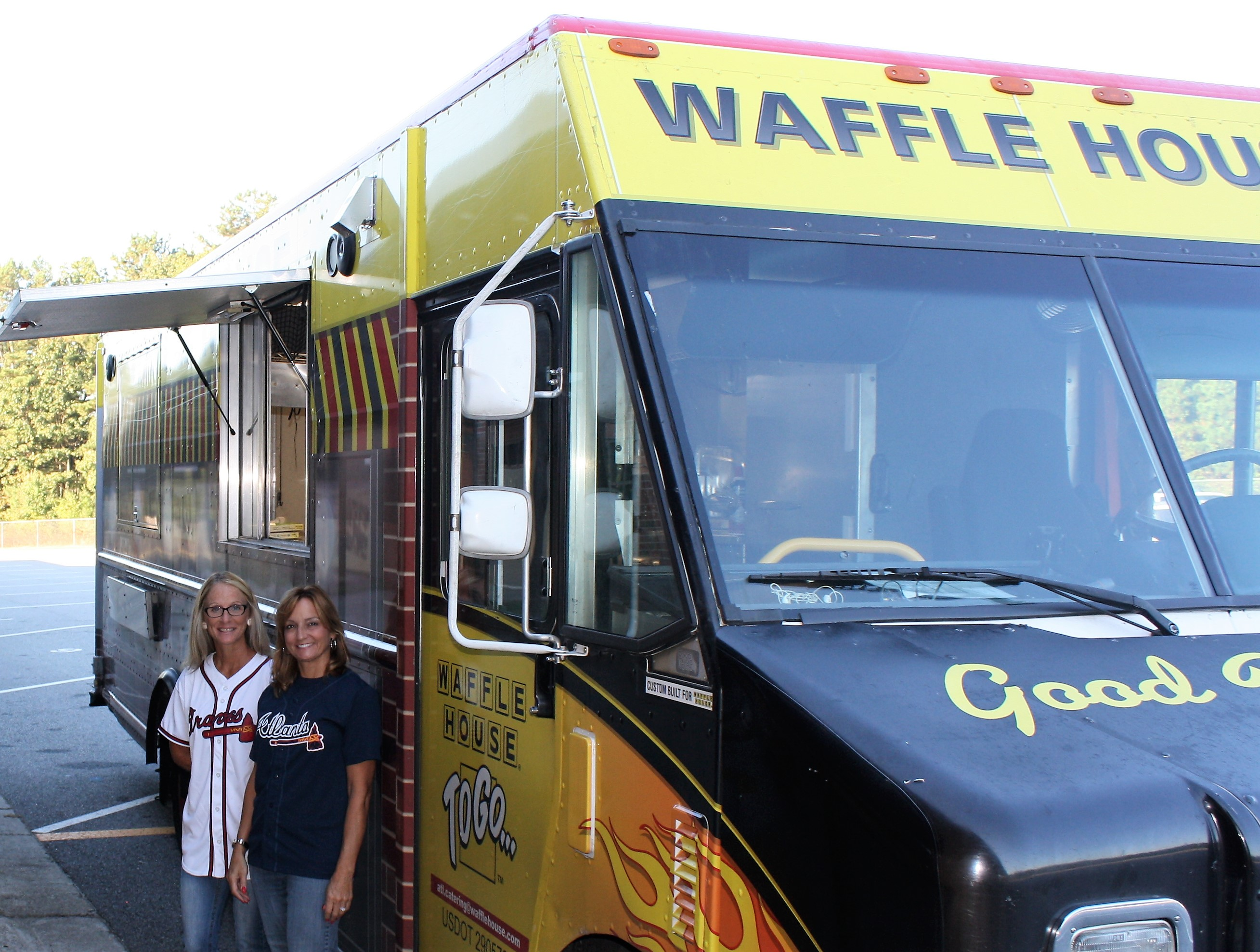 Waffle House Food Truck Visits Ikes Indian Knoll Elementary School