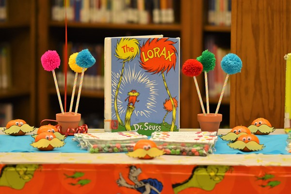 table decorations for Read Across America